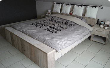 Gerüstholz Schlafzimmermöbel
