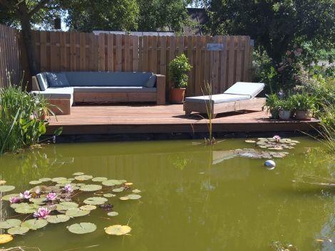 Gartenliege Offenbach mit transparentem Öl und Cartenza 042 Sky Blue Kissen.