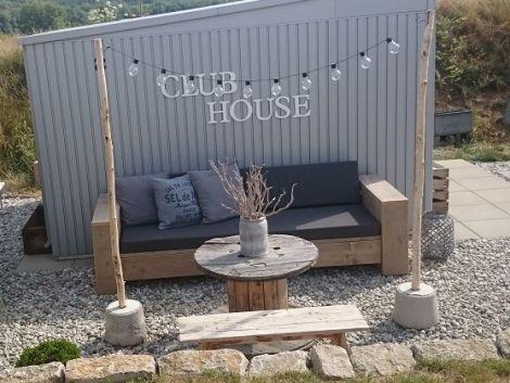 Bauholz Lounge Sofa Balingen mit transparentem Öl und Cartenza 167 Graphite Kissen