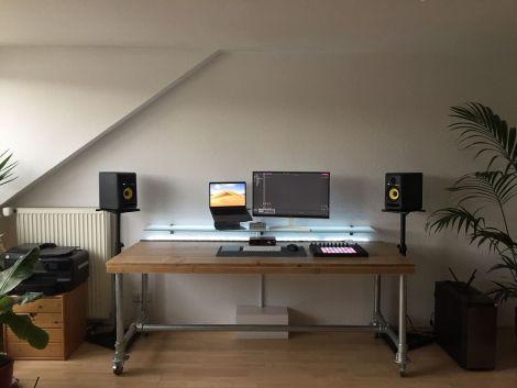 Schreibtisch Paderborn aus Bauholz mit Lack