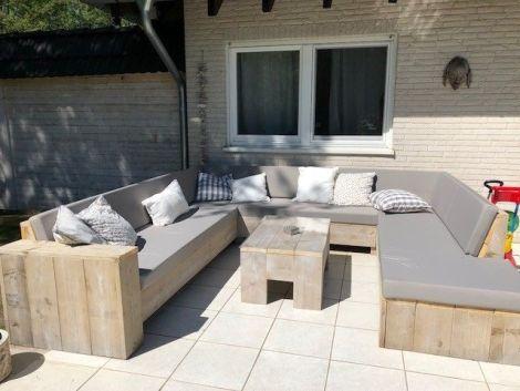 U-Lounge Sofa Leipzig aus Bauholz mit White Wash Öl und Kissen in Cartenza 100 Orange