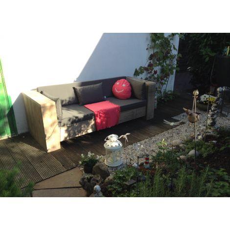 Bauholz Lounge Sofa Stuttgart mit transparentem Öl und 167 Graphite Kissen