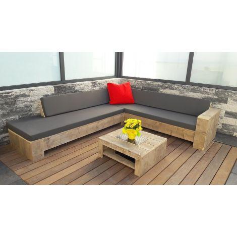 Gartenmöbel aus Bauholz: Beistelltisch Stolberg in 80 x 80 cm mit transparentem Öl. (Kissen auf Ecksofa: Southend 160 Anthracite)