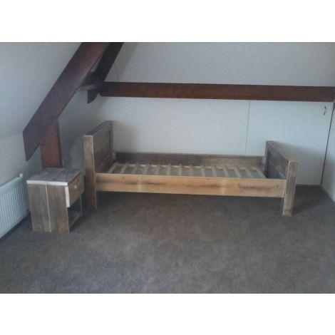 Bauholz Möbel - Bett Erfurt mit Lack