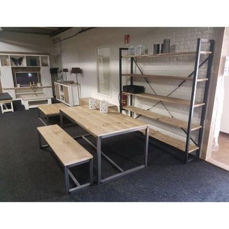 Bauholz Esstisch mit Stahlgestell