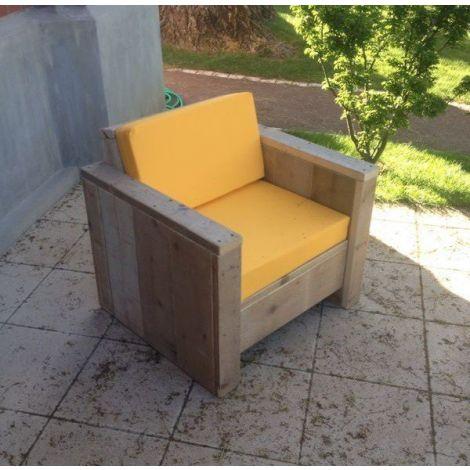 Bauholz Lounge Sessel Nürnberg mit transparentem Öl und Cartenza 050 Yellow Kissen