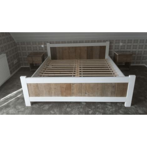 Bauholz Möbel - Bett Pinneberg Landhaus-Stil mit Lack