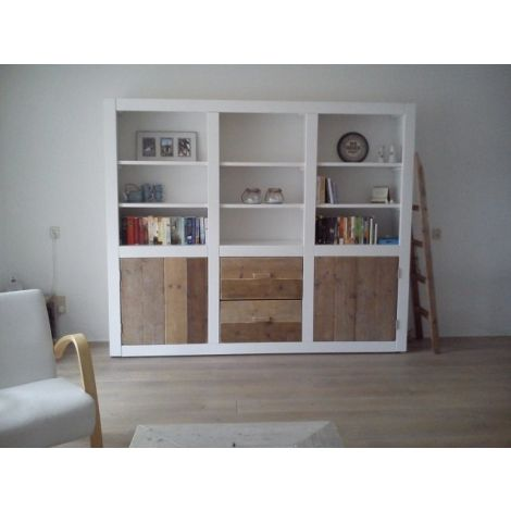 Schrank Straubing im Landhaus-Stil aus Bauholz in deckend weiß und Lack