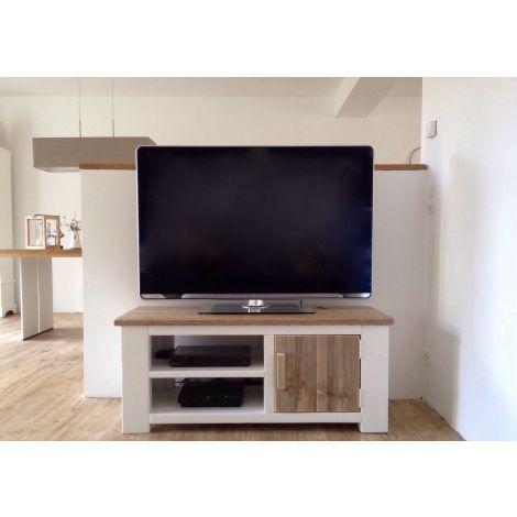 TV Möbel Aichach aus Bauholz