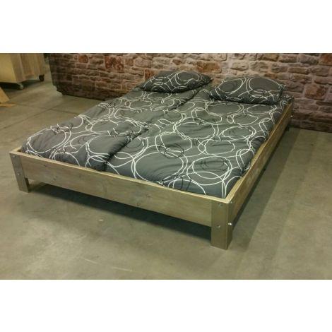 Bauholz Möbel - Bett Halle mit Lack
