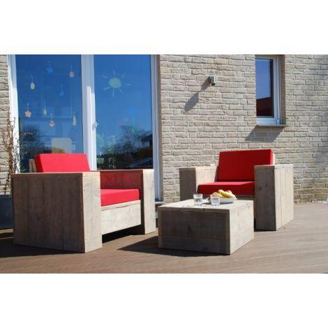 Bauholz Lounge Sessel Balingen mit Grey Wash Öl und Cartenza 110 Ferrari Red Kissen